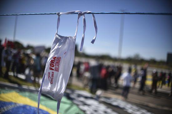 Президент Бразилії, який неодноразово заперечував загрозу коронавірусу, здав тест на COVID-19