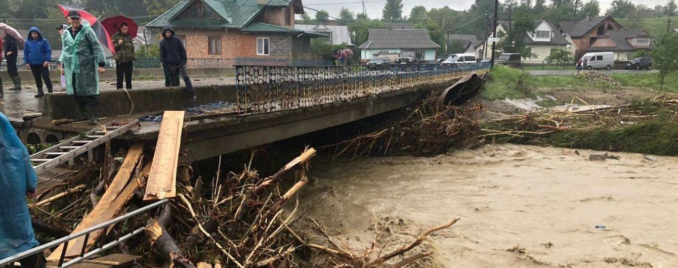 В плену паводков: на западе Украины затопило тысячи домов, почти 400 человек эвакуировали