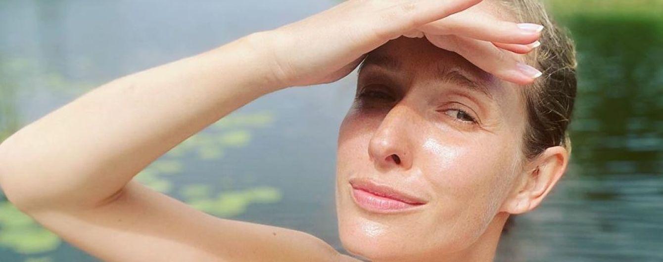 В купальнике-бандо: Катя Осадчая показала, как отдыхала на речке