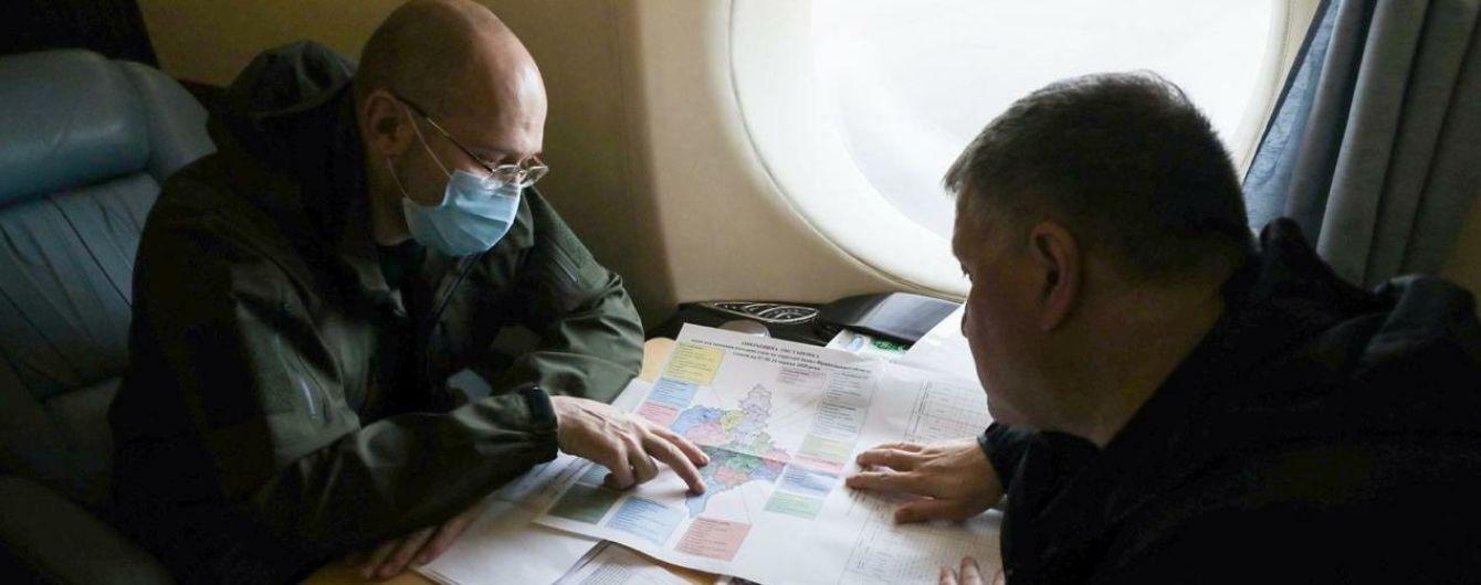 Шмигаль та Аваков полетіли до Івано-Франківської області стежити за роботою ДСНС