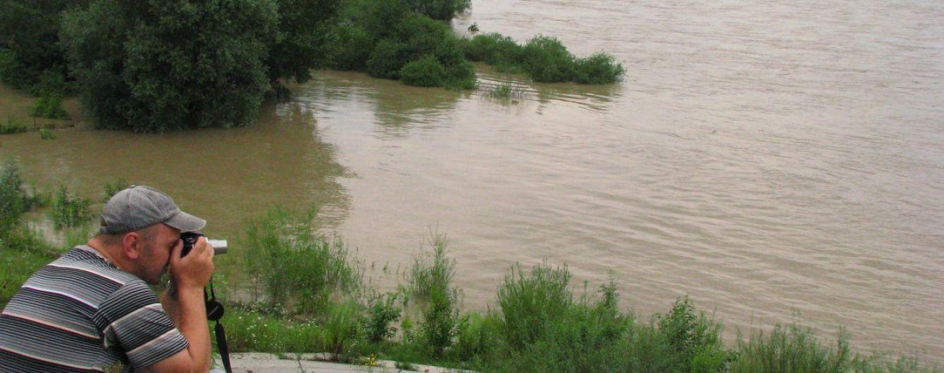 Затопить щонайменше 8 сіл та деякі райони Чернівців: синоптики оголосили штормове попередження на Пруті