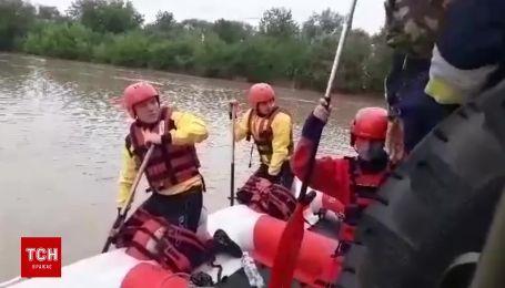Річка Дністер розлилася та затопила села