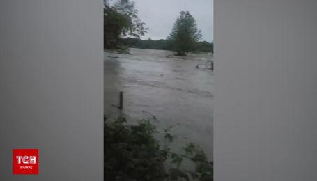 Мешканці Солотвина зняли затоплення села на відео