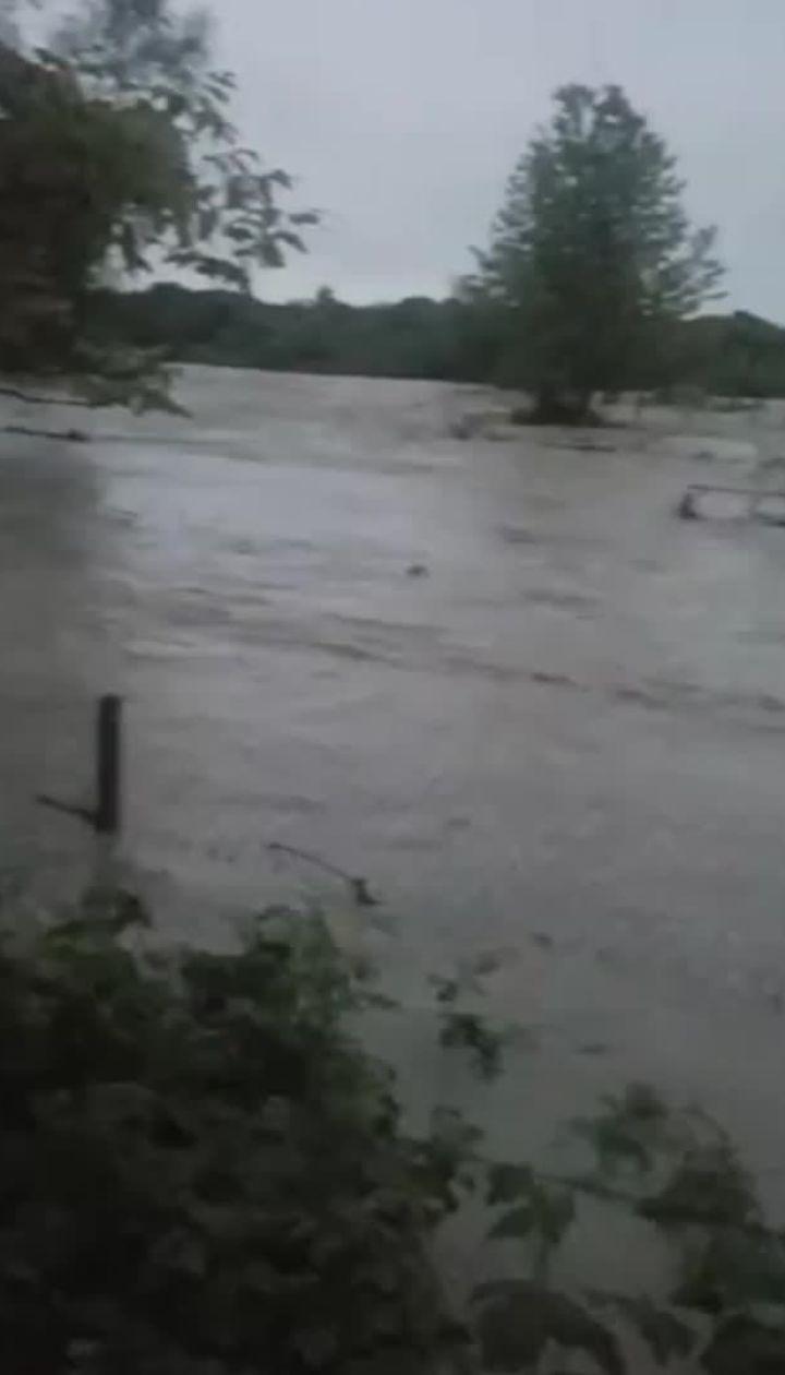 Жители Солотвино сняли затоплениесела на видео