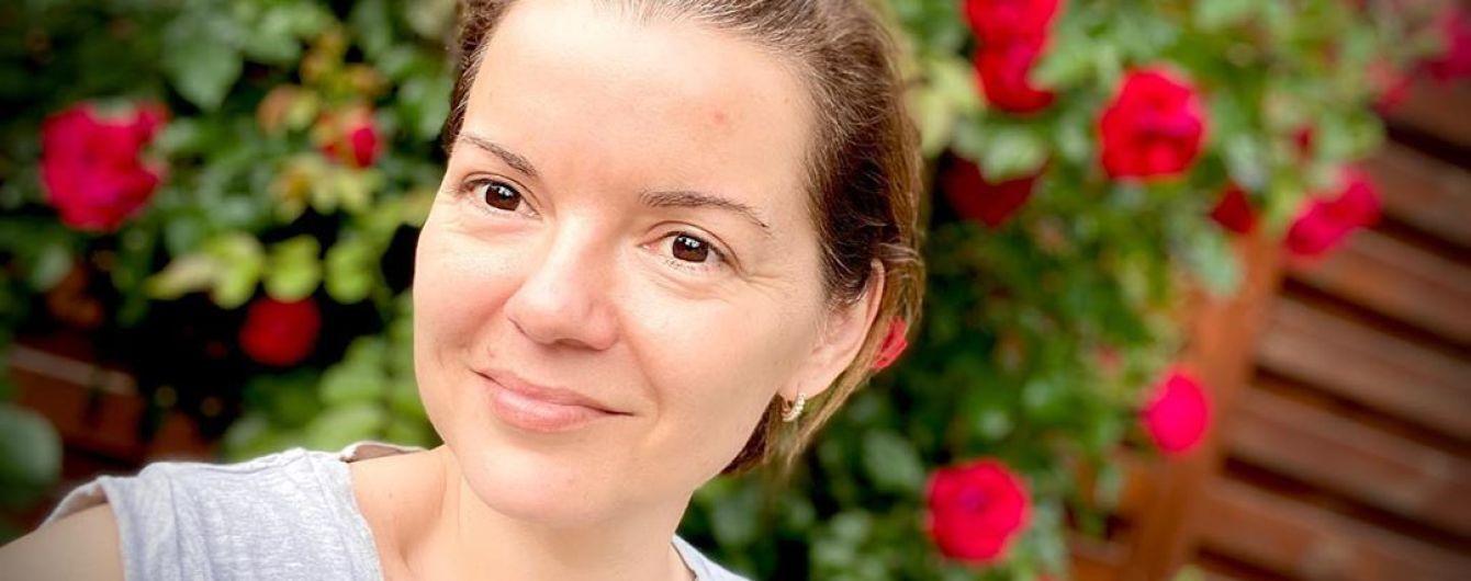 Без макияжа на фоне роз: Маричка Падалко показала, как отдыхает на даче