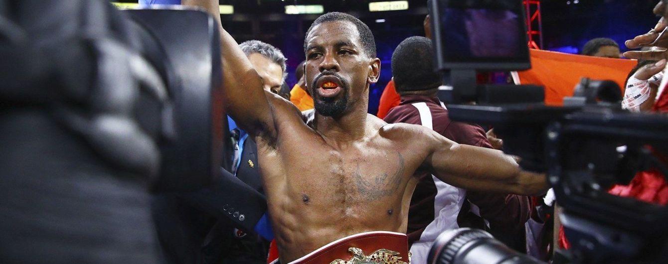 Чемпион мира по боксу подхватил коронавирус, его защита титула отменена
