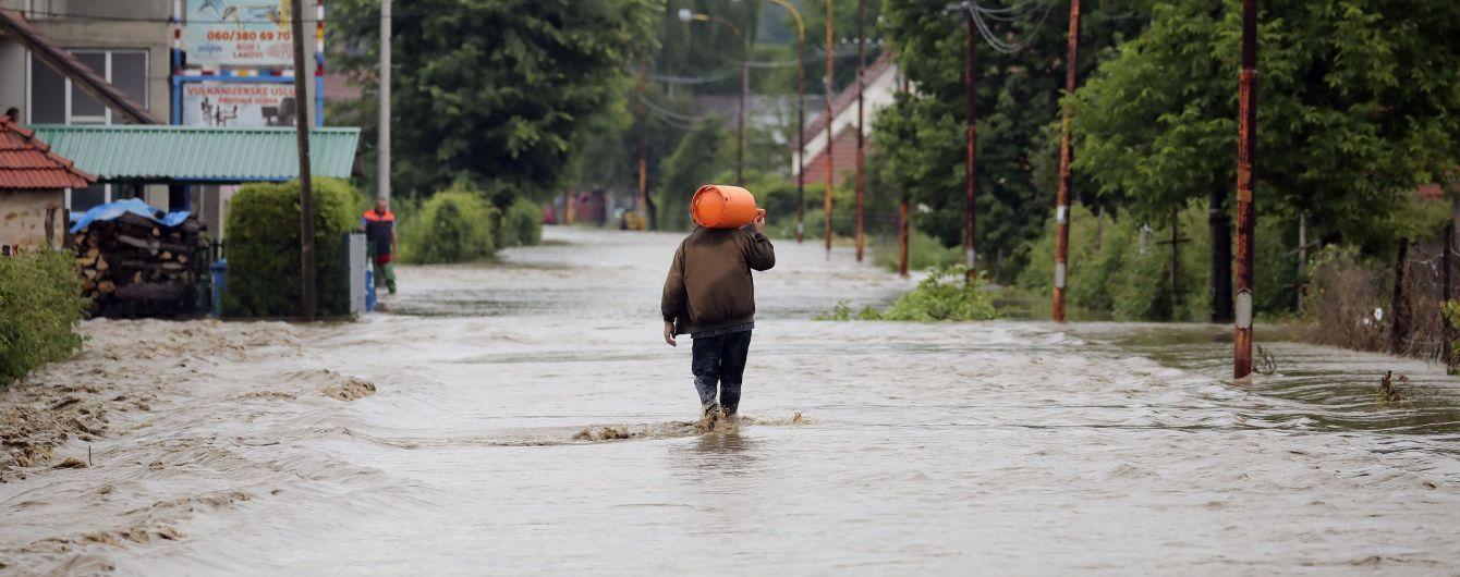 Вулиці Румунії, Словаччини та Польщі пішли під воду перед українськими: як негода наробила лиха у сусідів