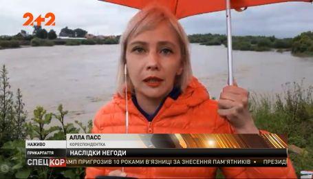 Из-за сильных ливней и ураганов жителей Западной Украины готовят к эвакуации