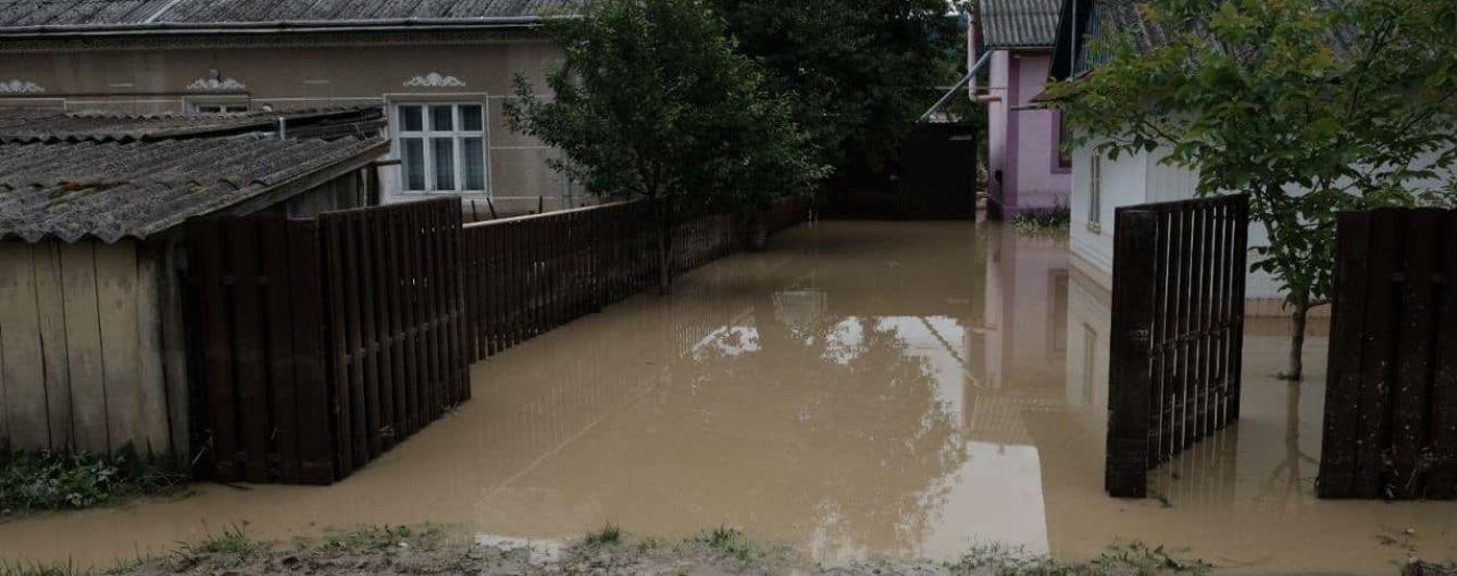 Підтоплені будинки, розмиті дороги, відсутність водопостачання: у Чернівцях підрахували попередні збитки руйнівних паводків
