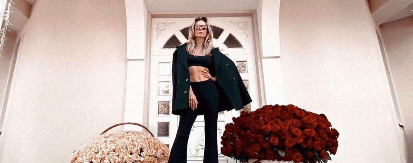 Светлана Лобода показала прокачанный живот в коротком топе