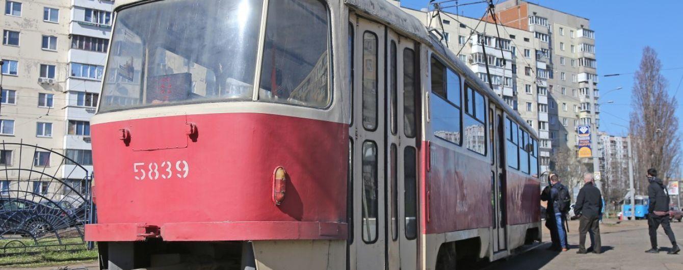 У Києві обмежували рух трамваїв через зіткнення автівок