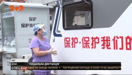 У Пекіні почали використовувати спеціальні кабінки для забору тестів на коронавірус