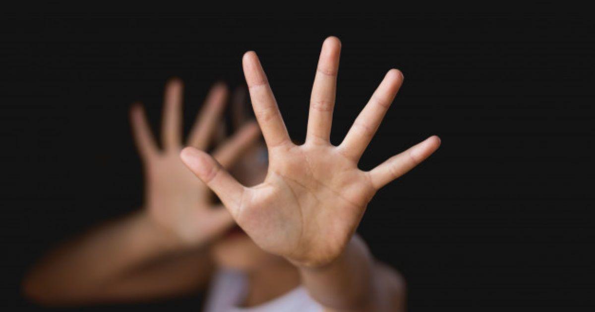 """""""Била по голові і принижувала"""": у Рівному тренерку спортивної школи звинуватили у знущанні з дітей"""