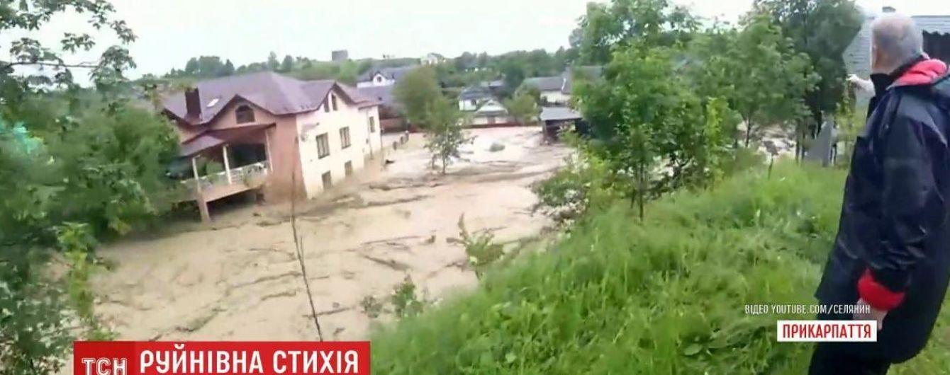 В Тернопольской области Днестр перелился через плотину: людей эвакуируют
