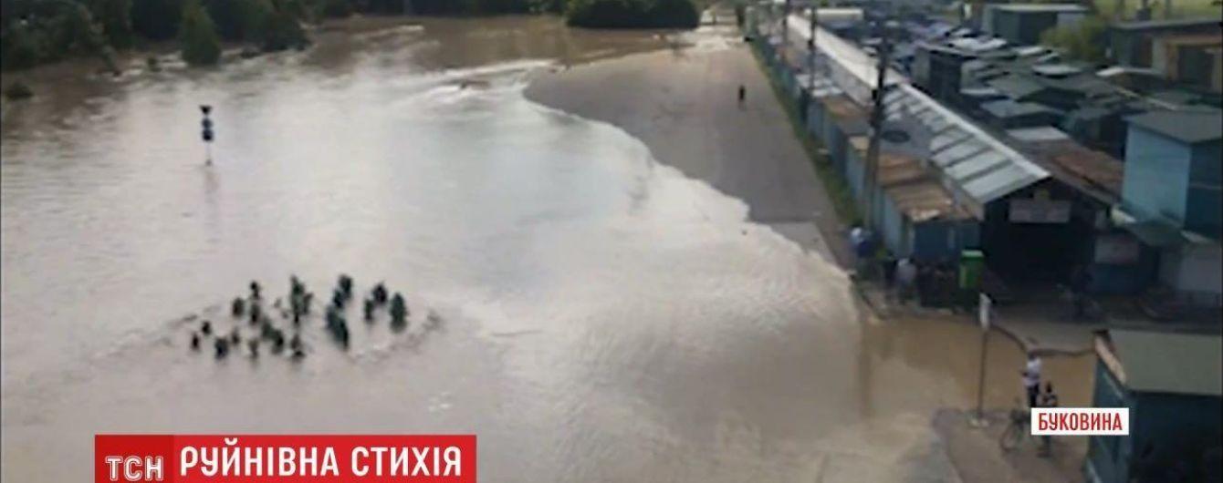 Паводок в Черновцах: уровень воды начал постепенно спадать
