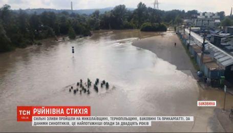 """""""Укрзалізниця"""" скасовує регіональні потяги на захід, а """"Укрпошта"""" заявляє про проблеми з доставкою"""