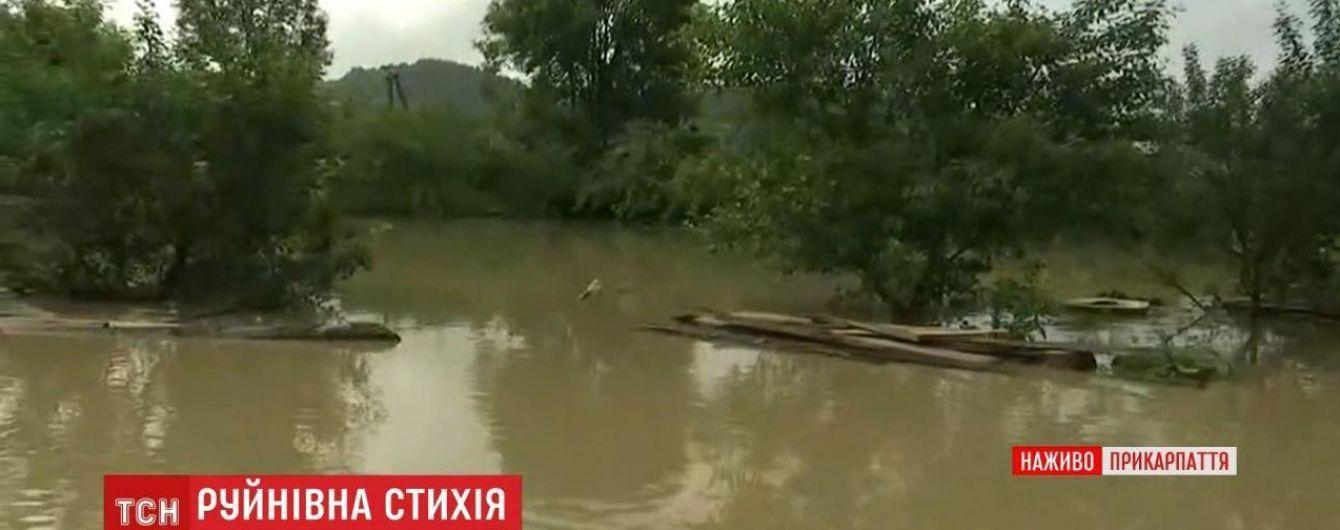 На Прикарпатті повінь відрізала ціле село: заблоковано 300 мешканців