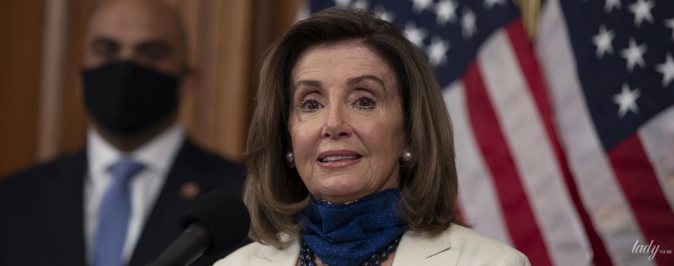 В кольорах американського прапора і на високих шпильках: ефектний образ Ненсі Пелосі