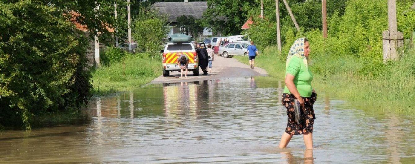 В Карпатах расчистили дороги до туристических направлений