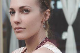 Легкий макияж и модная прическа: Мерьем Узерли похвасталась красотой