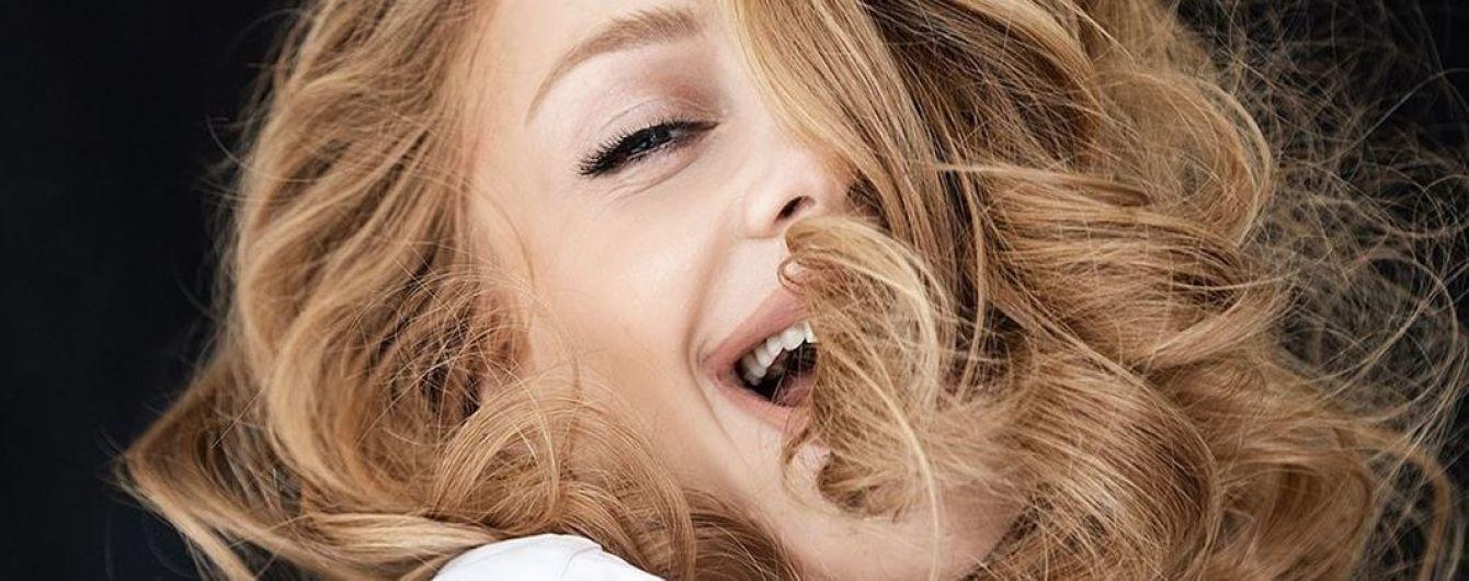 В расстегнутой рубашке и с кудрями: Тина Кароль поделилась новым кадром из фотосессии