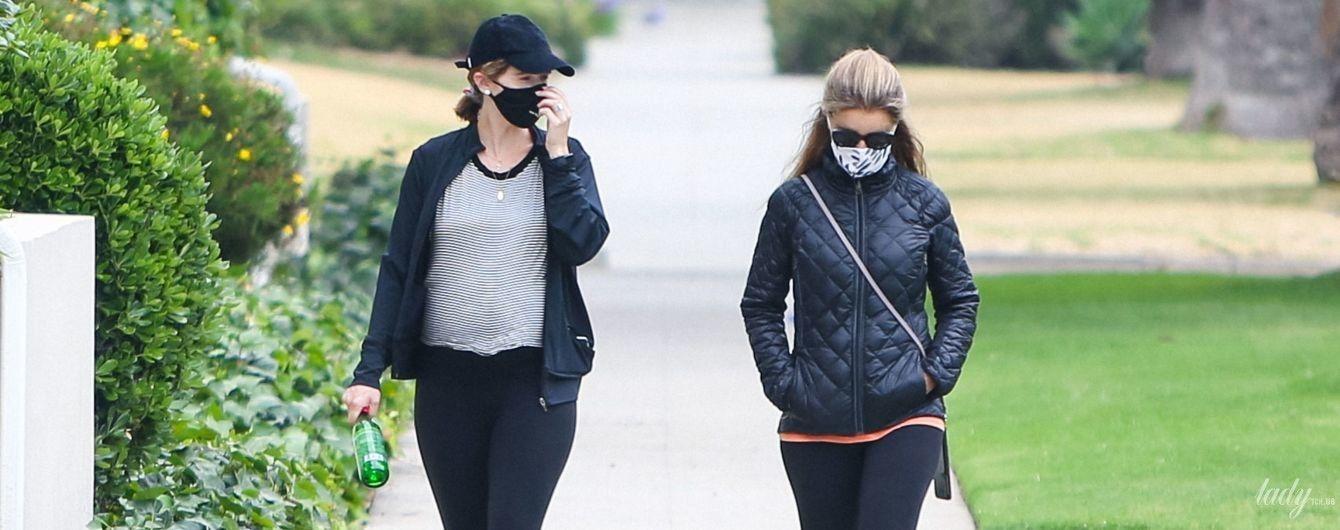 Как сестры: беременная Кэтрин Шварценеггер-Прат с мамой Марией Шрайвер вышла на прогулку