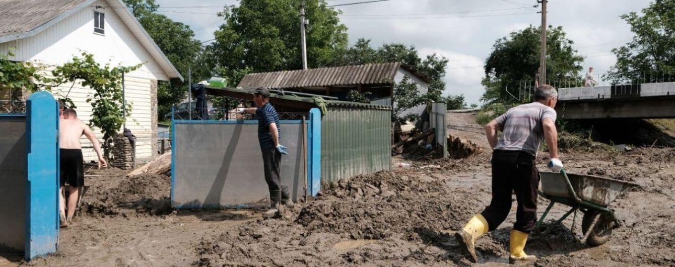 Возможна вспышка тифа, дизентерии и гепатита А: в Минздраве дали рекомендации пострадавшим от наводнений