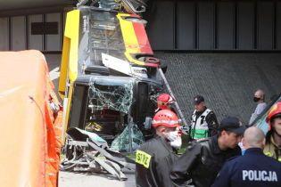 У Варшаві автобус впав з мосту і розламався навпіл: є загиблі і постраждалі