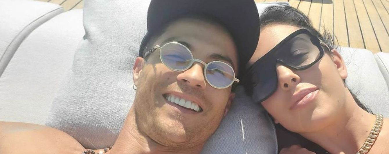Селфі з коханим: Джорджина Родрігес в купальнику показала фото з відпочинку