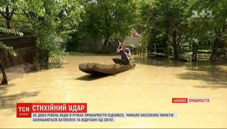 Стихійний удар на Заході України: репортажі з відрізаних від світу сіл