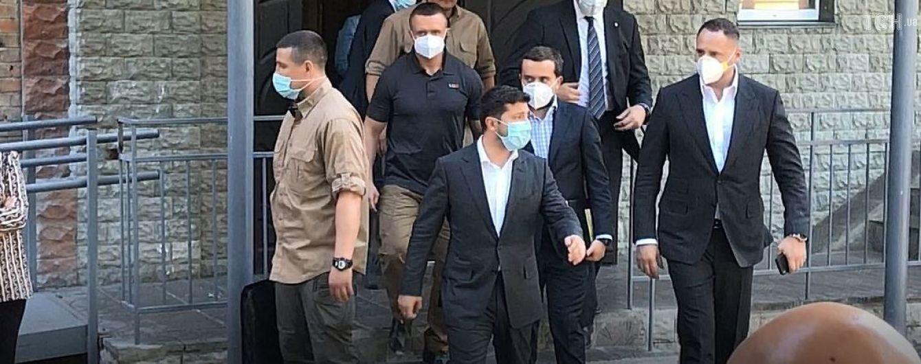 Зеленский вручил квартиры 12 пострадавшим от взрыва на Позняках семьям