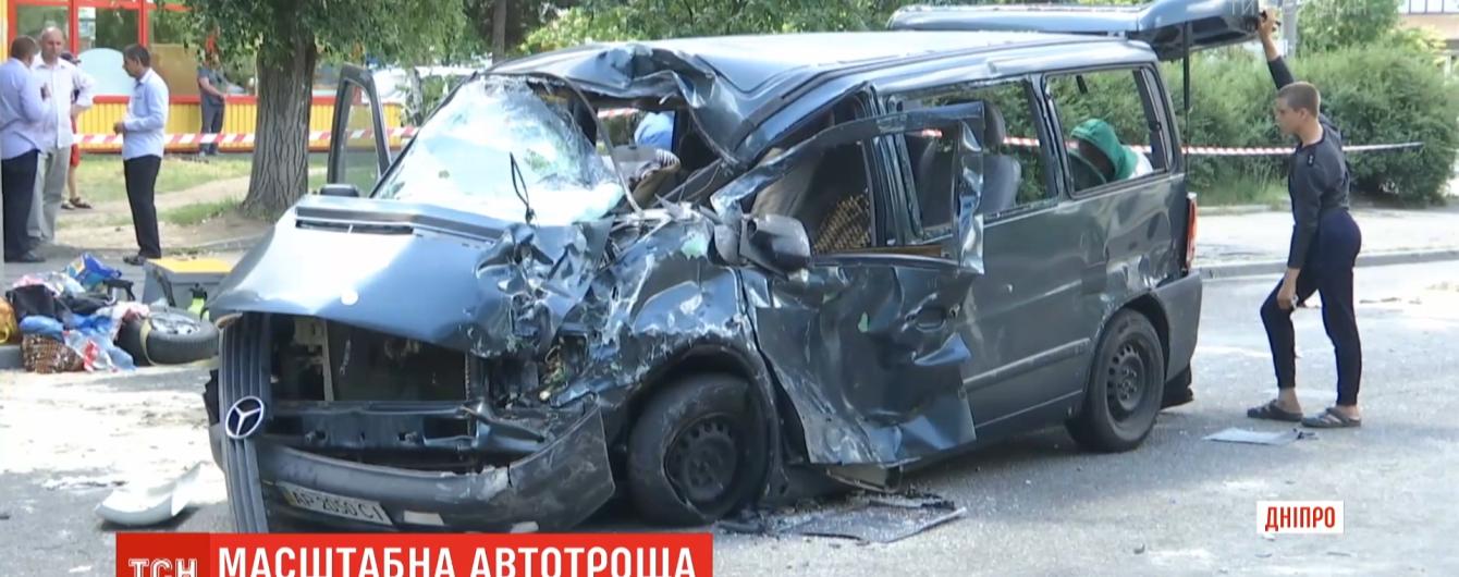 Смертельное ДТП в Днепропетровской области: двое погибших, подросток в реанимации и облако пчел