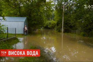 Разрушенная дамба, затопленные угодья: наводнение подобралось к Тернопольской области