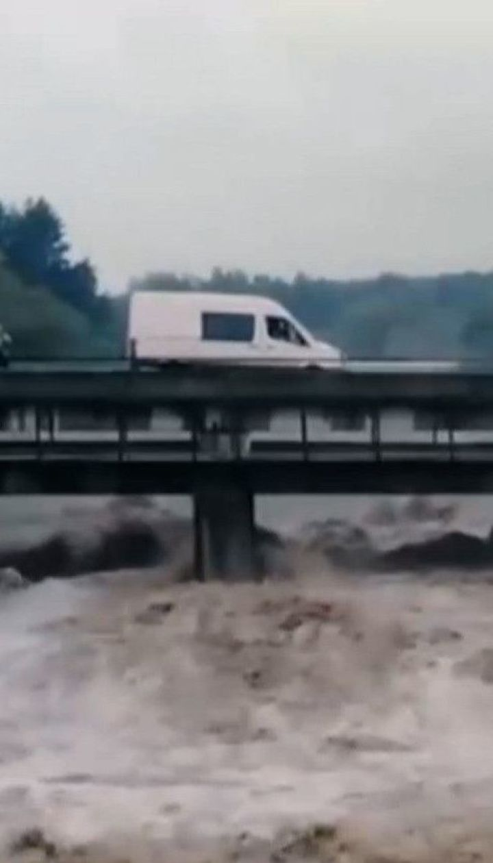 Чи справді причиною паводків в Україні є вирубка карпатських лісів