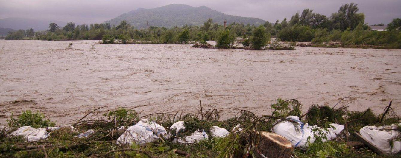Спасатели предупреждают о поднятии уровня воды в реках и селевых потоках на западе страны