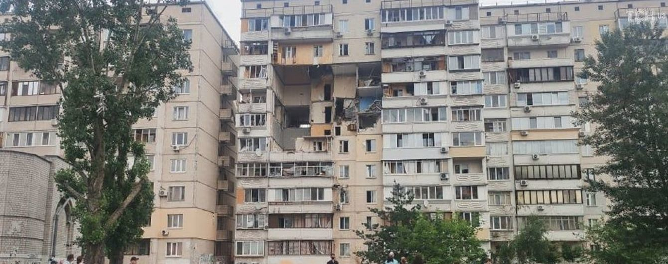 В одній із квартир зруйнованого вибухом будинку на Позняках знайшли зброю, боєприпаси та вибухівку