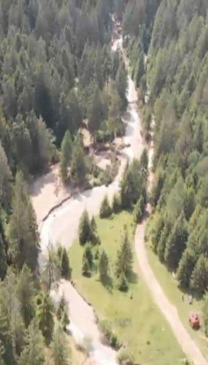 Селевий потік загрожує знести частину села на Прикарпатті