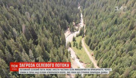 Селевой поток угрожает снести часть села на Прикарпатье