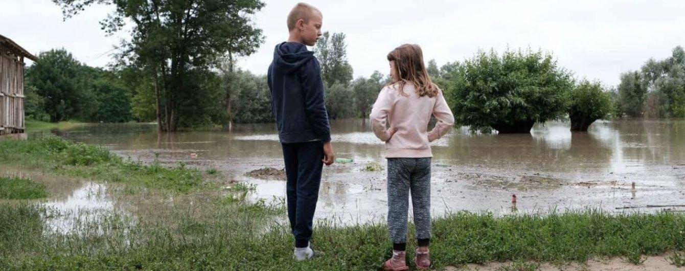 Наводнение на Прикарпатье: затоплены 202 населенных пункта и более 9 тысяч домов, заблокирован 19 сел