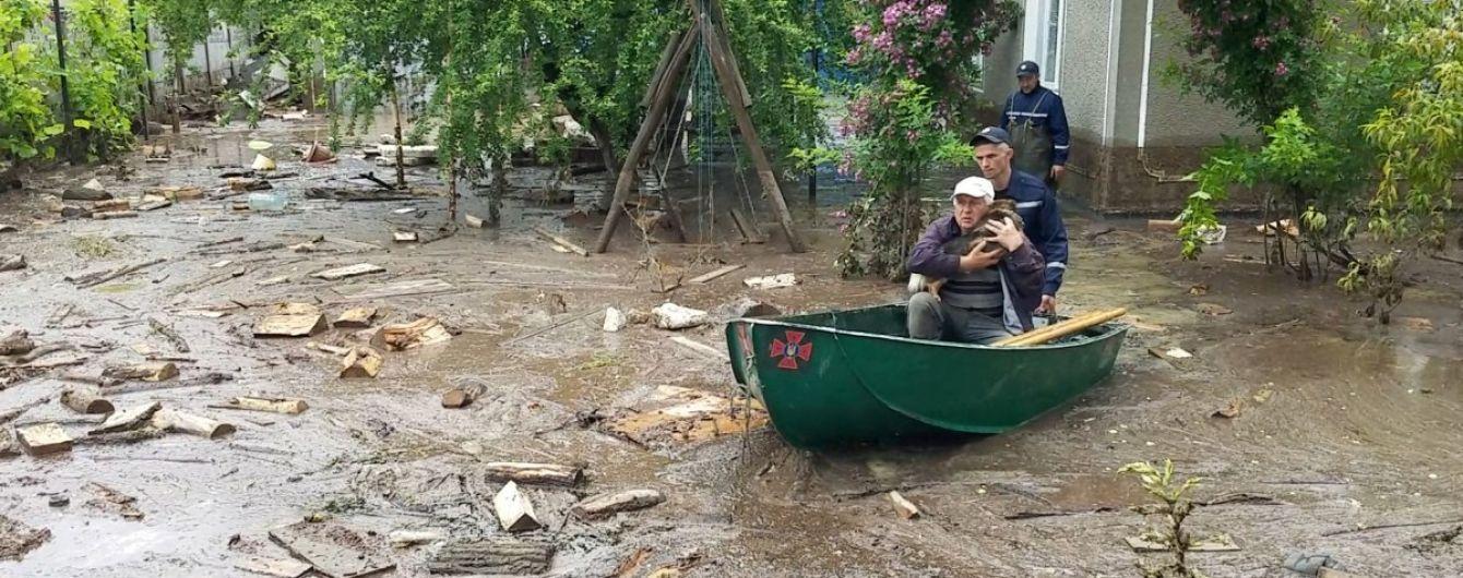 Паводок на заході України: зруйнованими залишаються понад 200 км доріг, підтопленими - 11 населених пунктів