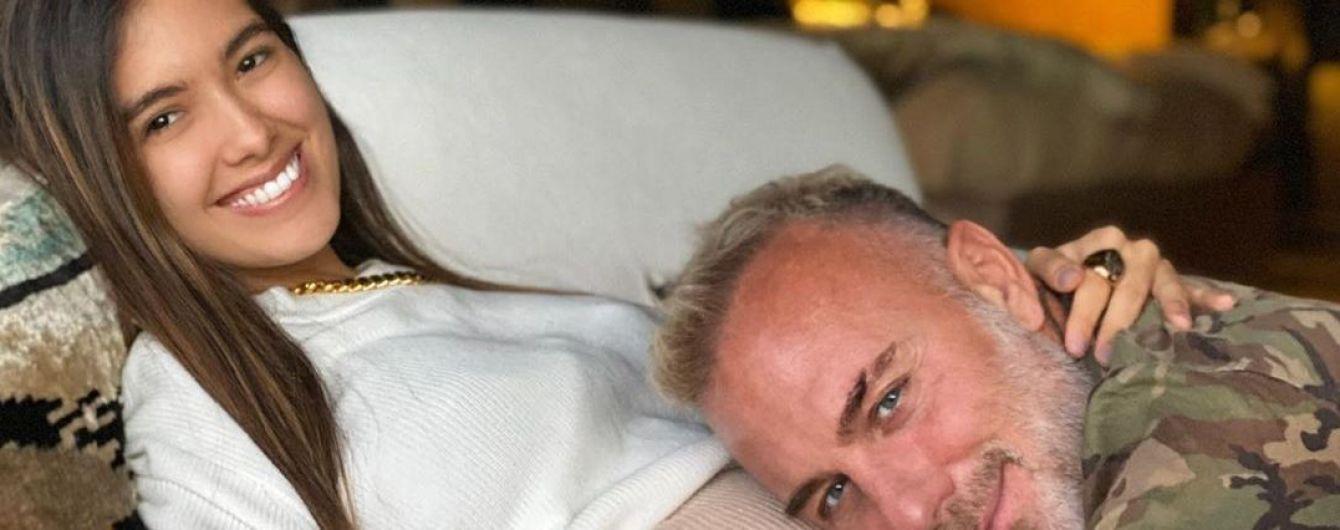 Беременная возлюбленная Джанлуки Вакки показала фигуру в купальнике