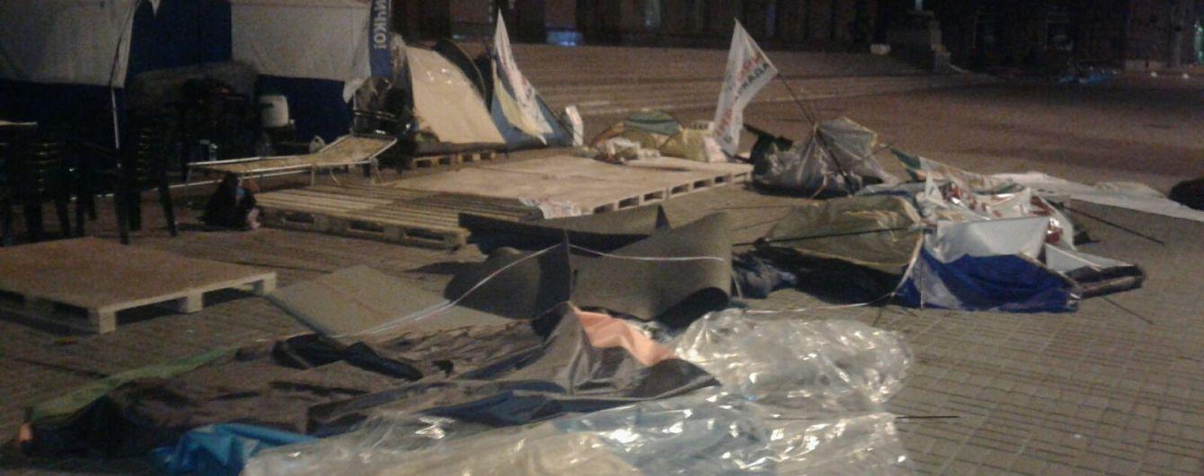 Під КМДА вночі розтрощили наметове містечко інвесторів, які вклали гроші у будівництво квартир