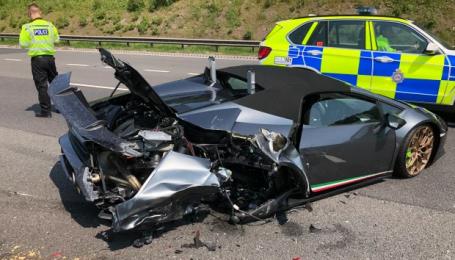В Великобритании Lamborghini разбили за 20 минут после выезда из автосалона