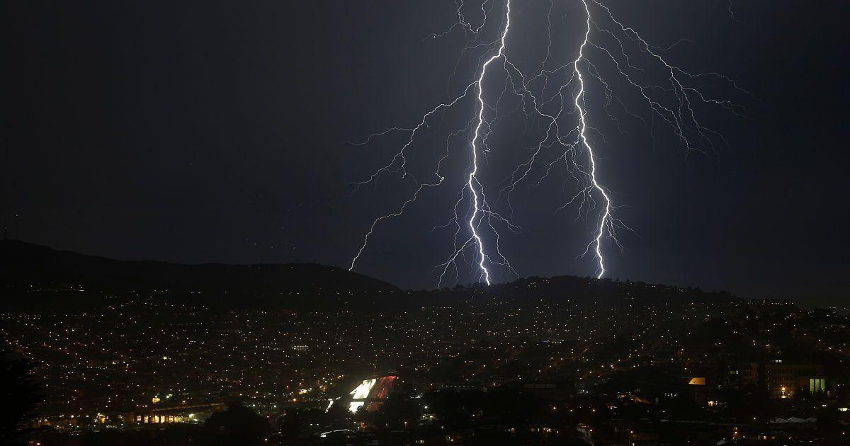 Град, шквали та грози: у Львівській області оголосили штормове попередження