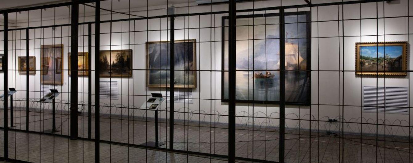 Порошенко поместил свои картины за решетку и открыл выставку: в музей снова наведалось ГБР