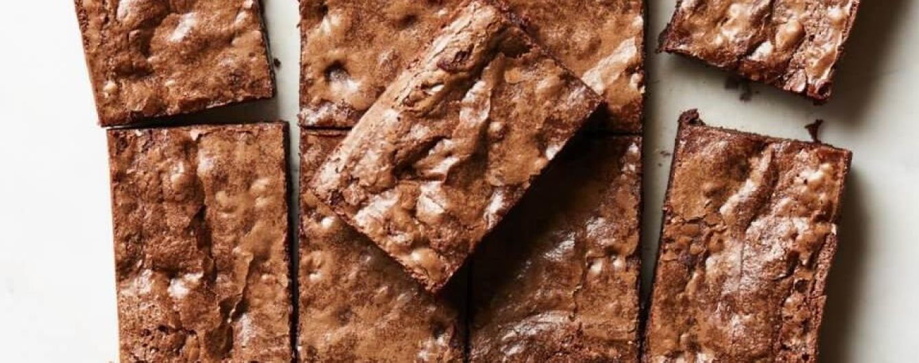 Шоколадные пирожные с орехами: рецепт модели Крисси Тейген