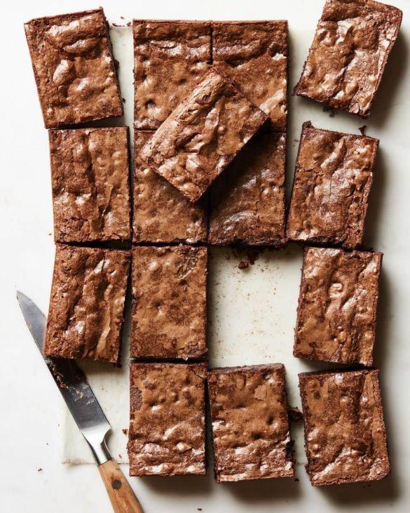 Шоколадные пирожные с орехами