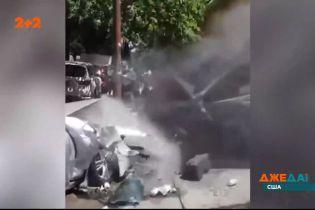 В Нью-Йорке автомобиль снес людей и разбил несколько машин