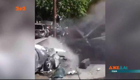 У Нью-Йорку автомобіль зніс людей та розбив кілька машин