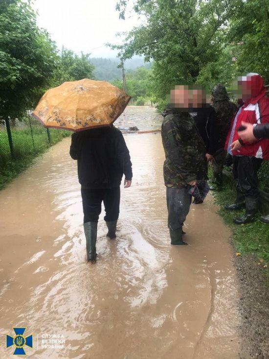 В Івано-Франківській області зсуви ґрунту заблокували 9 населених пунктів